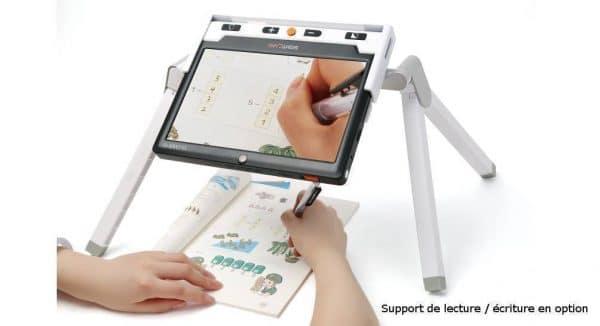 la loupe électronique CLOVER 10 sur support pour écrire en dessous