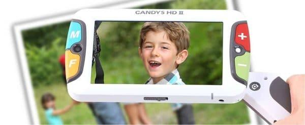 La loupe électronique CANDY 5 HD II grossissant une photo