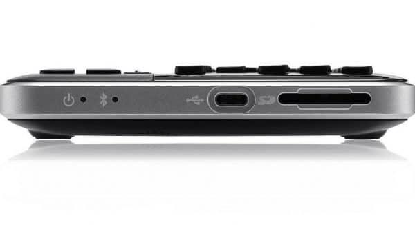 Plage Braille QBraille XL , vue des prises USB, SD