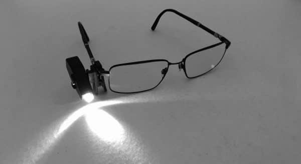 lampe clip pour paire de lunettes