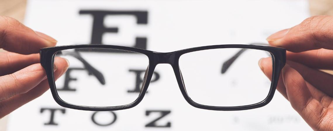 gros plan d'un paire de lunette