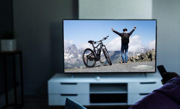 Grand écran télévision avec lunettes Max TV