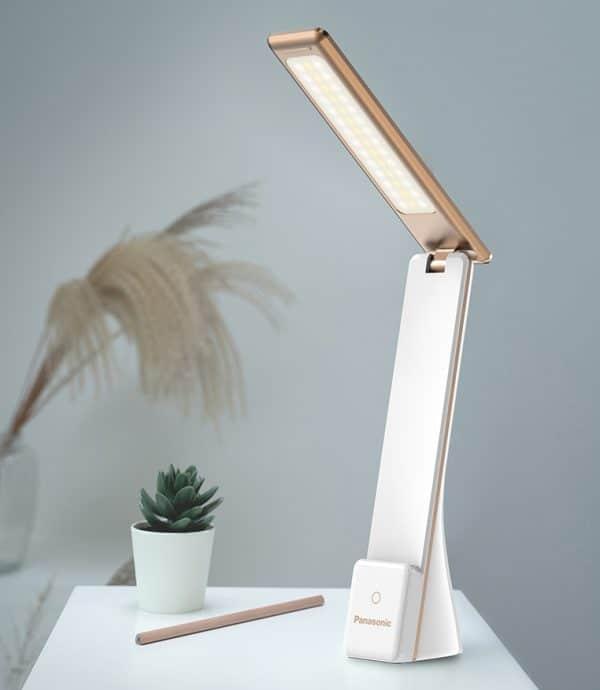 lampe led Maxi confort blanche sur une table